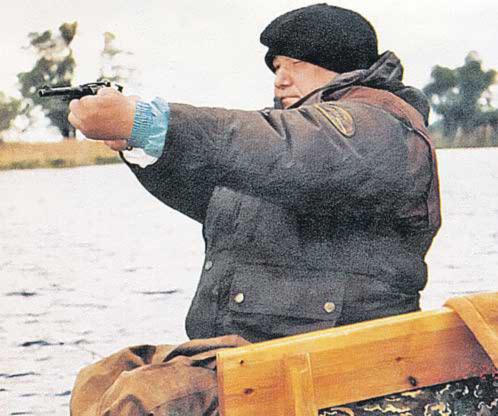 с оружием Ельцин