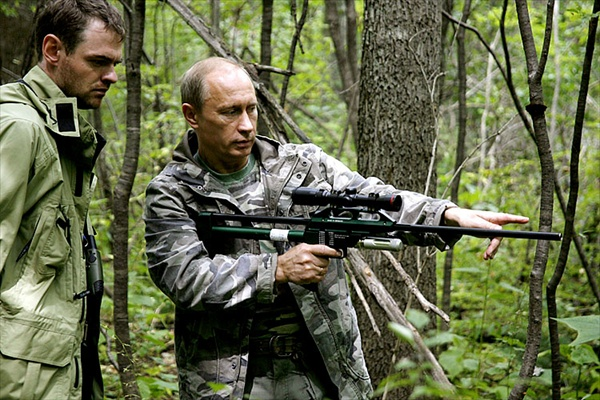 с оружием Владимир Путин