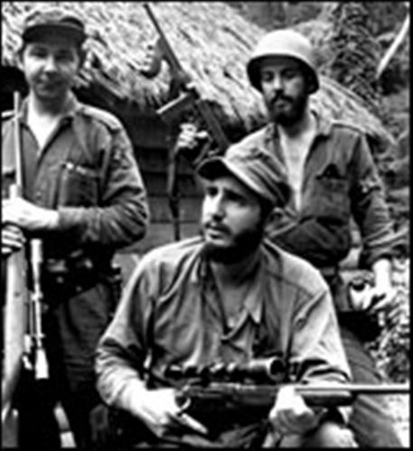 с оружием Фидель Кастро