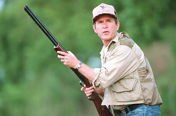 с оружием Джордж Буш