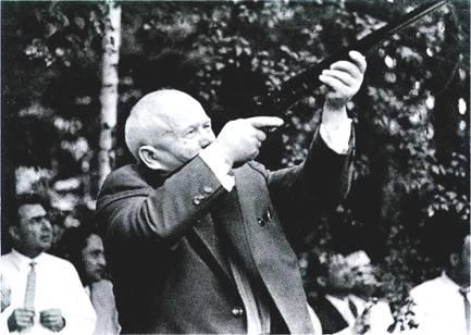 с оружием Хрущев